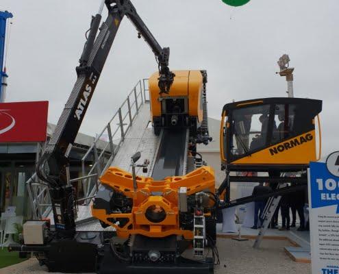 crane on drilling rig