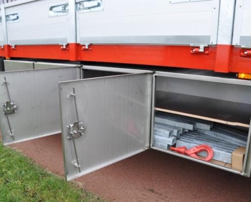 Vrachtwagen RVS maatwerkkist PJ de Vet uit Mill